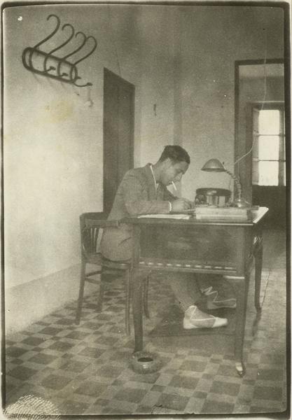 Daniel Serrano, en el despacho de telégrafos