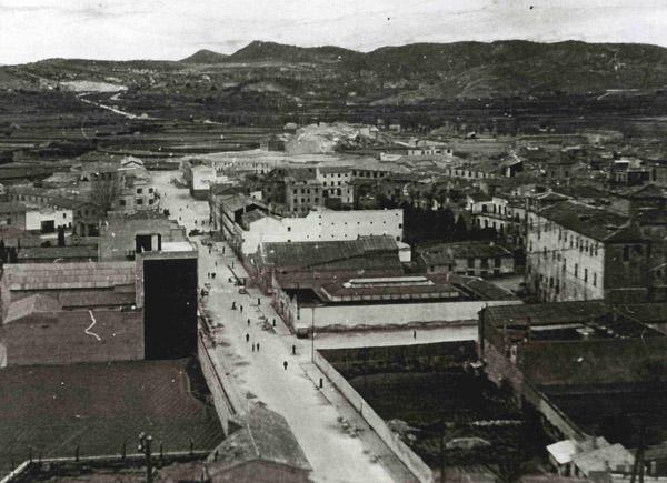 La Gran Via a mediados del siglo pasado con la mayoría de solares sin construir
