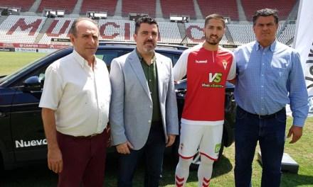 Peque, presentado a la afición del Real Murcia CF