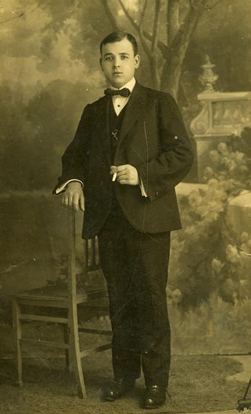 Bernardo en San Sebastián, hacia 1911