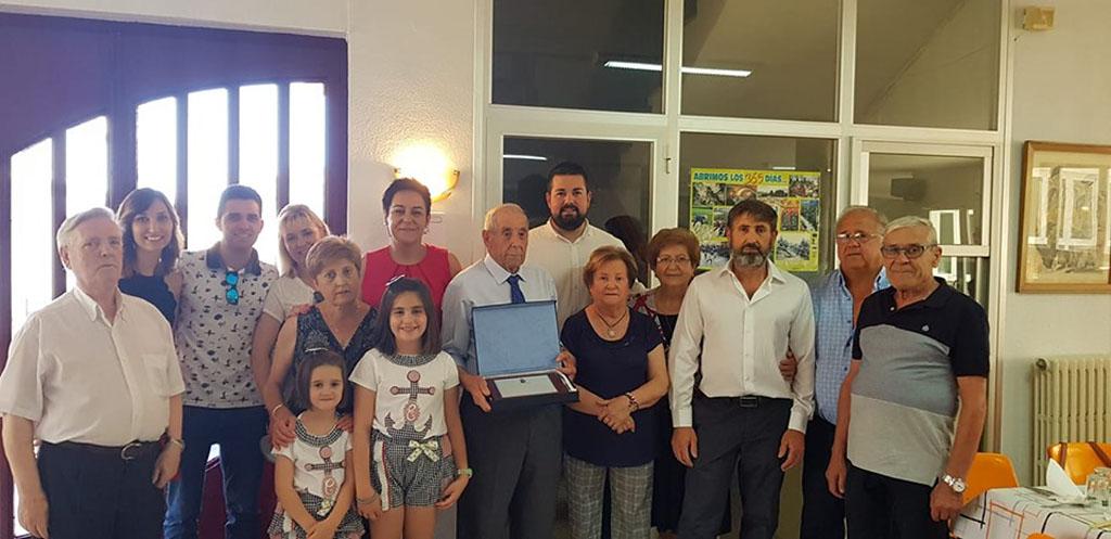 El Club de la III Edad homenajea a José Sola