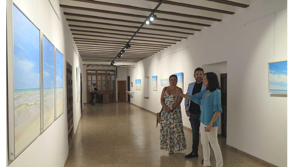 La Concejalía de Cultura de Caravaca abre al público la exposición 'Azul' de la pintora cartagenera Ascensión Pérez