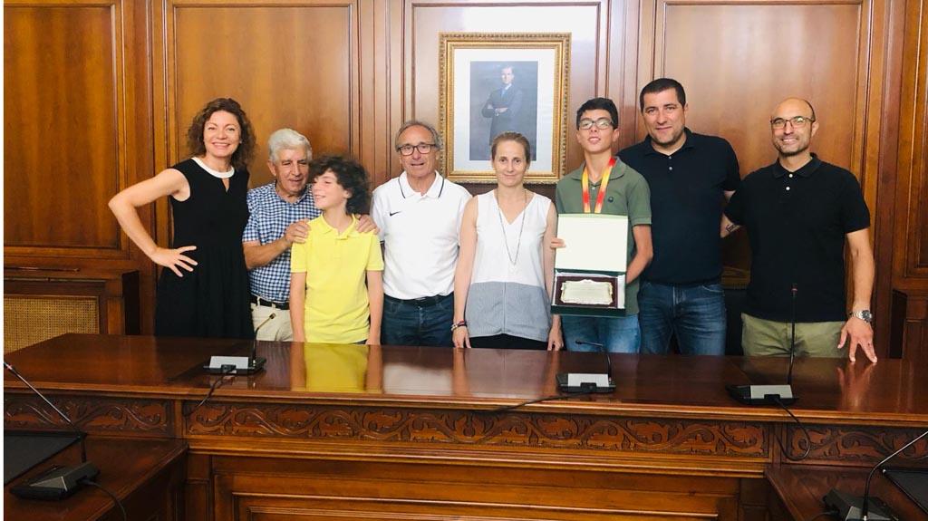 Recibimiento oficial al joven ceheginero, Miguel Guillamón Pérez, campeón de España en la especialidad de salto de altura