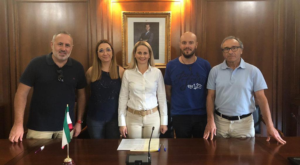 """El Ayuntamiento reivindica las tradiciones más ancestrales con la firma de un convenio con los """"Animeros de Cehegín"""""""