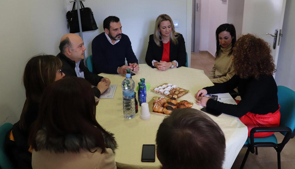 """El Ayuntamiento se pone """"manos a la obra"""" para mejorar el sector comercial de Cehegín"""