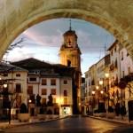 Turismo muestra la historia viva de Caravaca de la Cruz en una visita guiada por el historiador Indalecio Pozo