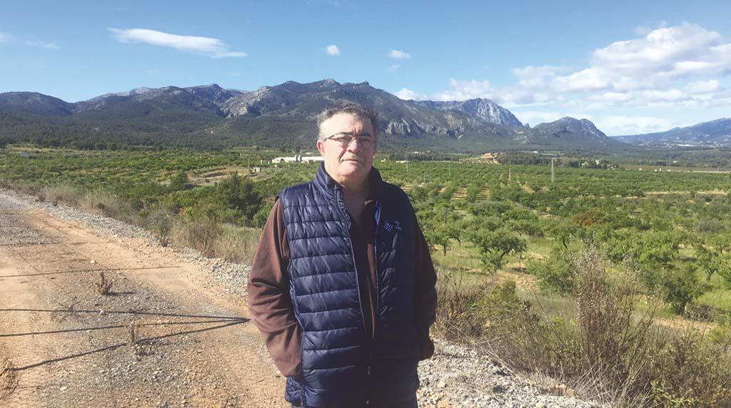 «Nuestra dedicación, ahora más que nunca, es la recolección de los productos para su consumo», Martín Jiménez, presidente de la Comunidad de Regantes de Pliego