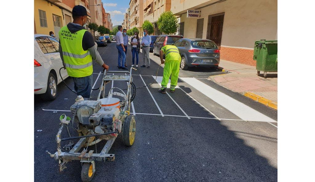 El Ayuntamiento de Caravaca realiza obras de asfaltado y de renovación de la señalización en el barrio de Extremadura