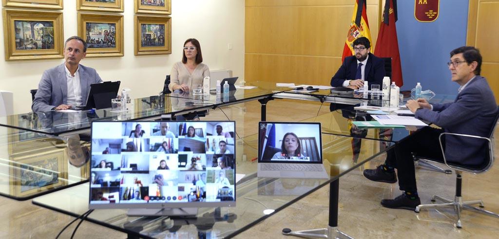 """López Miras insta a los alcaldes a """"seguir alentando a sus vecinos a mantener la prudencia cuando concluya el estado de alarma"""""""