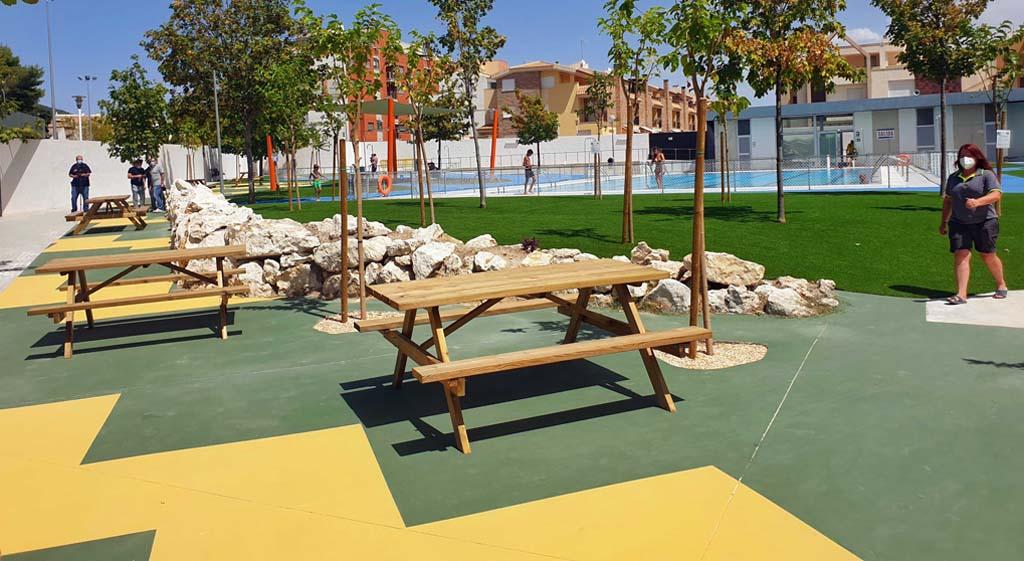 La Concejalía de Deportes mejoró el sombraje, pavimento y ajardinamiento de la piscina municipal de Caravaca y puso en marcha una campaña de baño segura bajo un protocolo de prevención del Covid-19