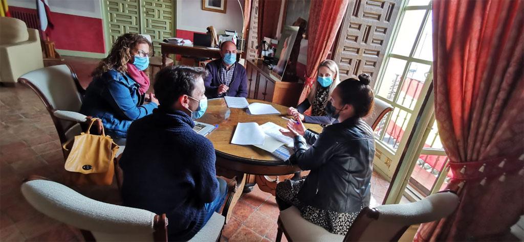 La alcaldesa de Cehegín firma un convenio con la Asociación Betania