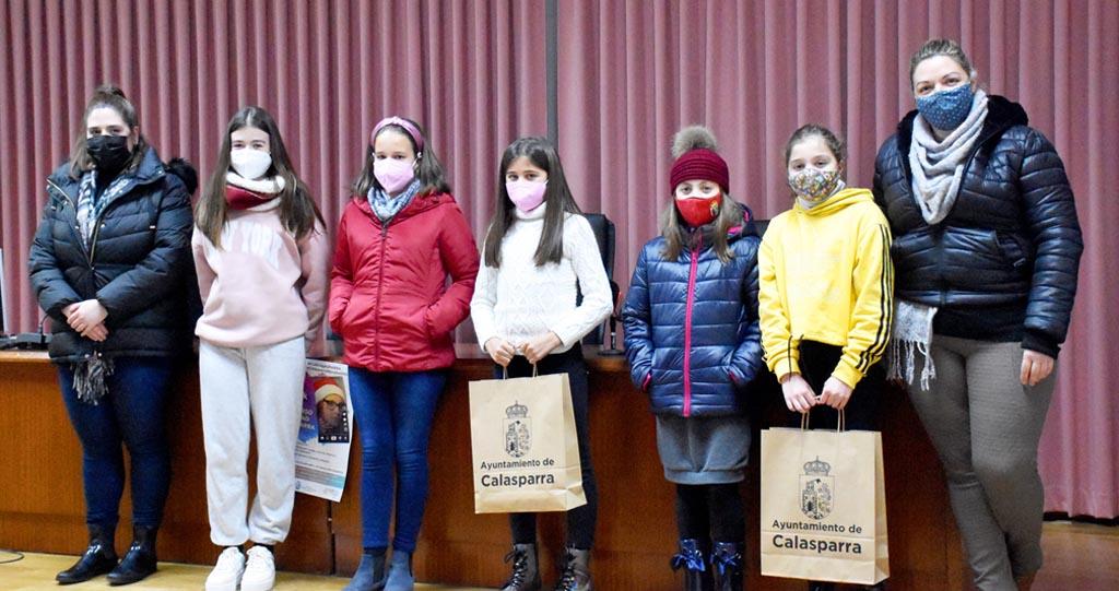 Calasparra entrega los premios a las ganadoras del concurso navideño de TIK-TOK