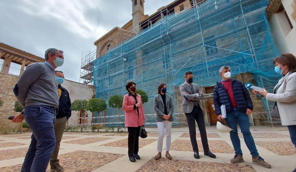 El Ayuntamiento de Caravaca amplía el proyecto de restauración de la fachada de la Basílica de la Vera Cruz para aplicar un nuevo método de limpieza que devolverá a la piedra su color original