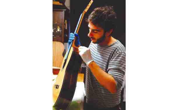 Ángel Gómez de Guillén, guitarrero: «Cuando ves que hay alguien que le está sacando sonido a una guitarra tuya es todo un orgullo»