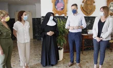 La Vicepresidenta Gobierno regional visita la Residencia de la Santísima y Vera Cruz de Caravaca acompañada del alcalde
