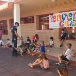 Vúcker visita a los niños y niñas de la Escuela de Verano «CALASCOLE»