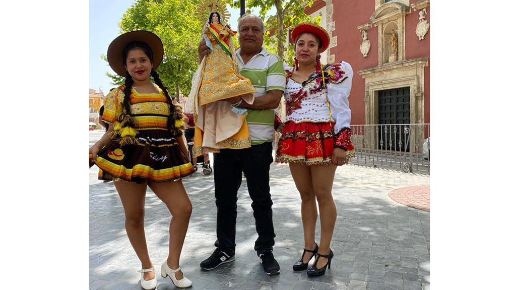 Devotos de la Virgen de la Urkupiña celebran en Caravaca su festividad