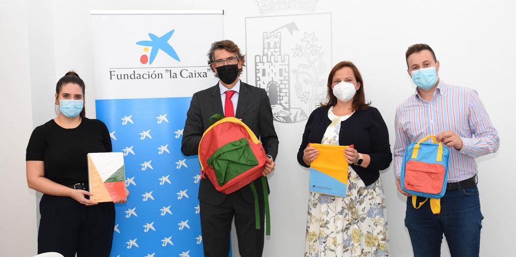 La Fundación «la Caixa» dona mochilas con material escolar para los estudiantes de Calasparra