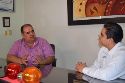 El empresario Jorge Daniel Castro Acedo entrevistado por el periodista William Valdez Verduzco. | Foto: Karina García