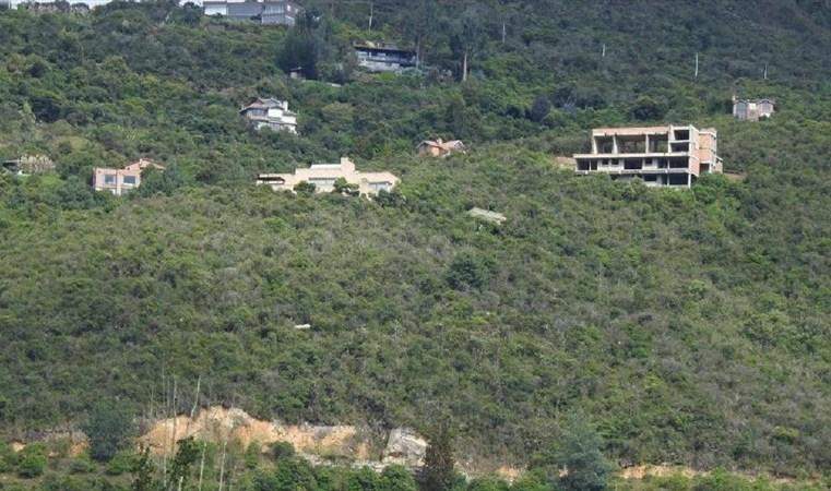 Denuncian construcciones irregularidades en cerros orientales de Chía