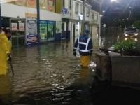 Habitantes de diversos sectores del municipio de Cajicá reportan que, durante la noche de este este miércoles 20 de octubre, se han presentado inundaciones ocasionadas por las fuertes lluvias caídas a finales de la tarde y principios de la noche.