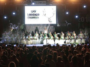 Las Mairalesas en el escenario de la plaza Luis López Allué / Foto: Jim