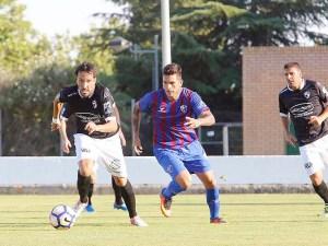Momento del partido jugado en Almudevar / Foto: Javier Broto