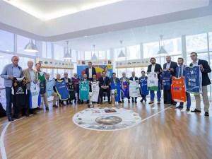 Los representantes de los equipos de LEB ORO con el presidente de la Federación, Jorge Garbajosa