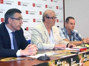 José María Romance (centro) presentado el Día de la Bicicleta / Foto: Ayto. de Huesca