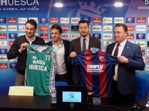 Presidentes y de ambas entidades han firmado el acuerdo / Foto: CB Peñas