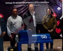 """Entregan apoyos del programa """"PASE"""" a tianguistas de SJR y Tequisquiapan"""