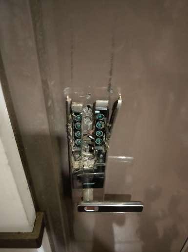 電子鎖故障 需破門