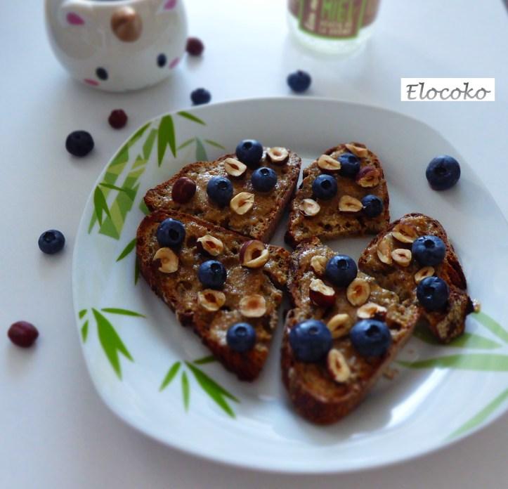 toasts au tahini, myrtilles et noisettes - petit déjeuner - goûter