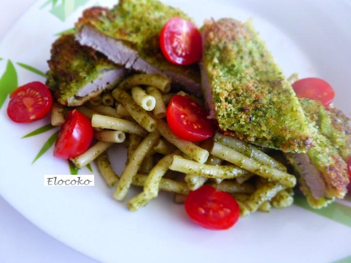 escalopes de veau panées aux herbes et pâtes au pesto