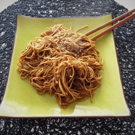 nouilles chinoises au soja et aux oeufs