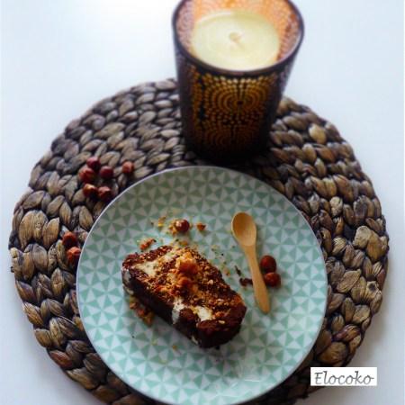 Gâteau roulé aux noisettes caramélisées et au chocolat