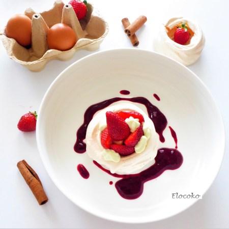 Pavlova aux fruits rouges et sa chantilly à la pistache