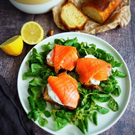 435-brioche saumon yaourt à la grecque ciboulette