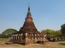 Wat Sarasak et ses 25 bustes d'elephants