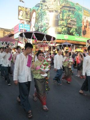 Parade en costumes traditionnels