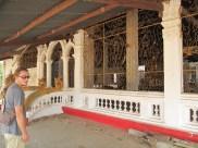 Temples dans un état pas terrible, un peu abandonnés par manque de moeyen je pense