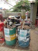 Les fameuses pompes à essence locales!