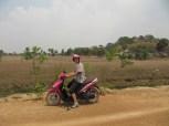 Un scooter rose, un casque rose : je ne pouvais apprendre à conduire que sur celui là!