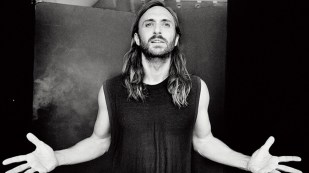 1401x788-David-Guetta-3-credit-Ellen-Von-Unwerth-web-870x489