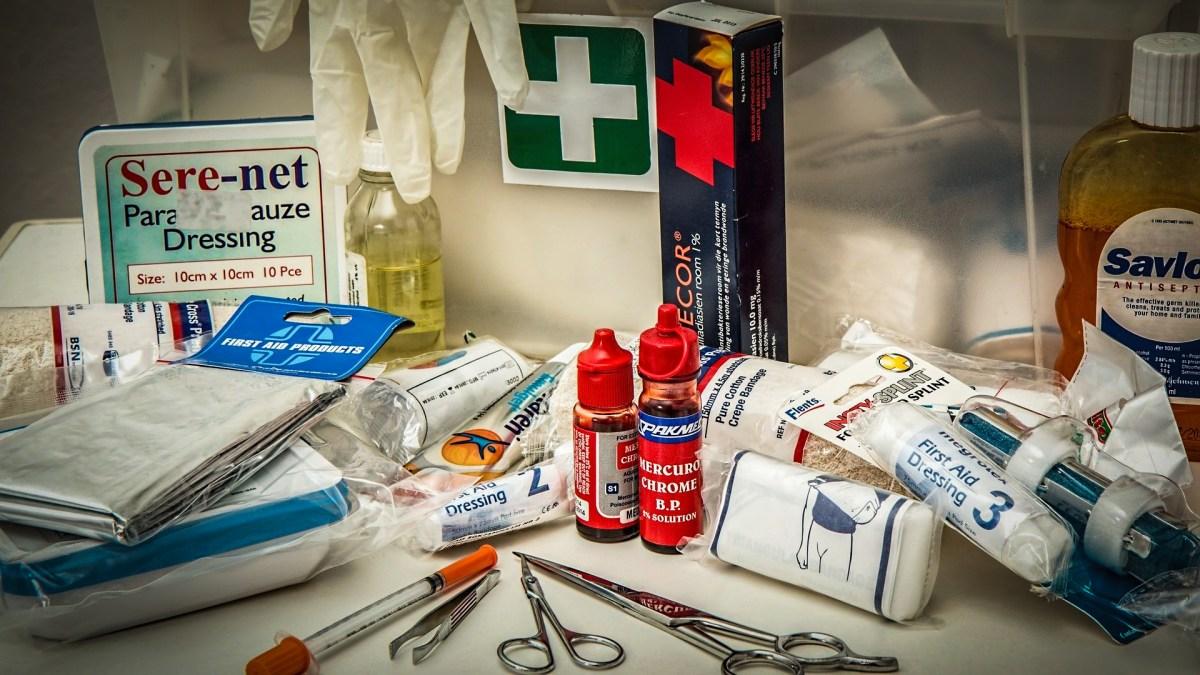 La trousse à pharmacie et/ou de secours