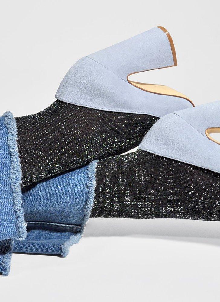 Collants à paillettes argentées 40 deniers noirs recyclés. Les collants écologiques recyclés à paillettes par swedish stockings ! #recyclé #recycled #collants #lingerie #modeéthique #écologie #underwear #frenchlingerie #modefemme #sousvetements #undies #écologie #stockings #sustainable #paillettes #glitter
