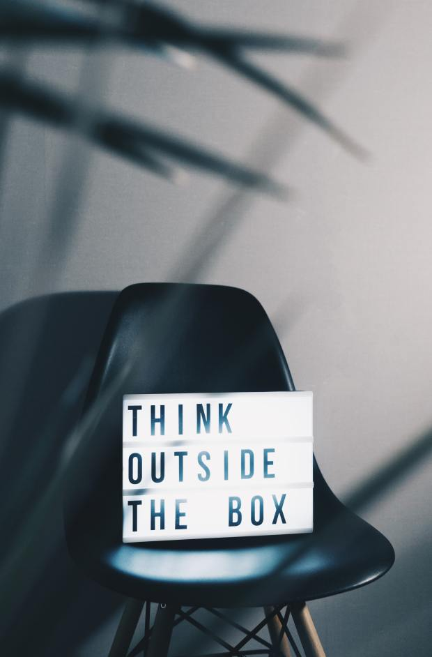 think-outside-the-box-contenu-créatif