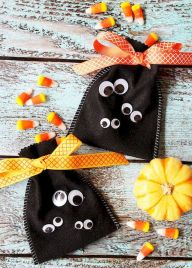 Easy Halloween Crafts and DIY halloween decoration for kids and toddler Part 15