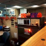 Inspiring Decoration Ideas of Halloween Cubical Office (14)