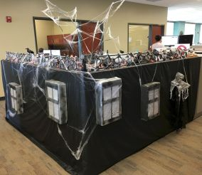 Inspiring Decoration Ideas of Halloween Cubical Office (38)